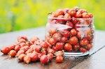 Банка с ягодами