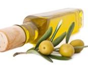 Бутылка и оливки