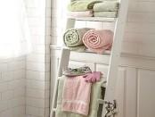 Полка с полотенцами
