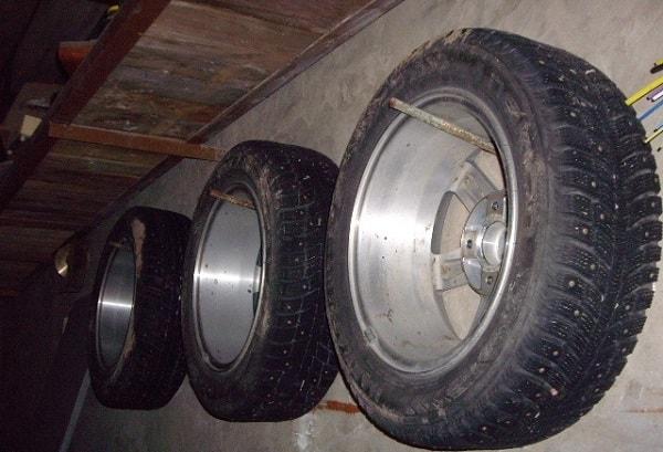 Хранение колес в подвешенном виде