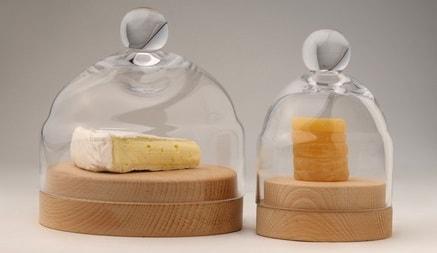 Сыр в специальных контейнерах