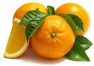 Целые и разрезанные апельсины