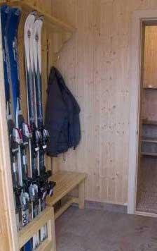 Лыжи в коридоре