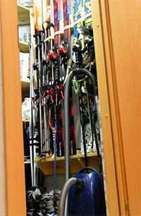 Лыжи в шкафу
